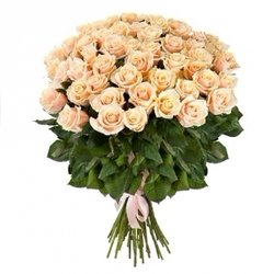 из 51 кремовой розы