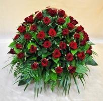 Траурная корзина роз