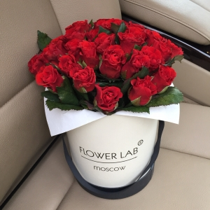 Коробочка из 49 роз