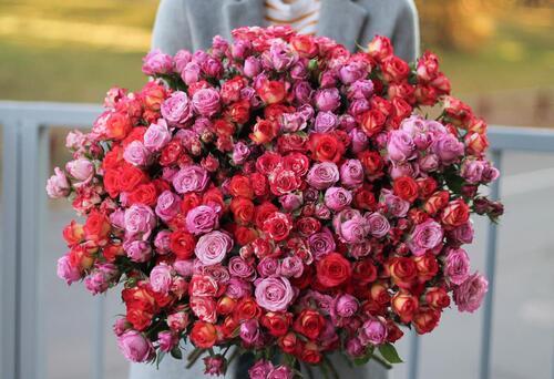 """Букет """"Из 51 кустовой розы"""""""
