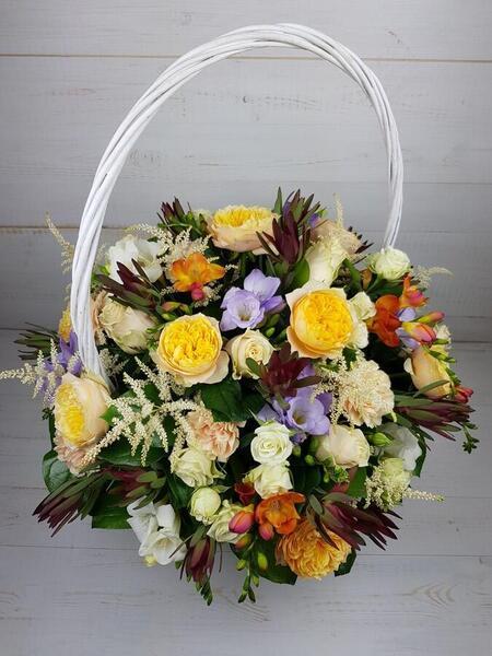 Цветочная корзина с пионовидной розой