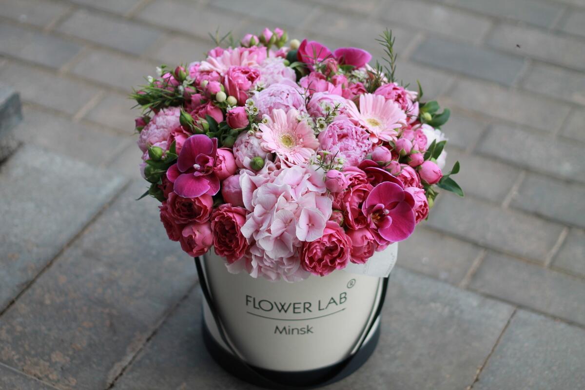 """Цветы в коробке """" Гортензия и орхидея"""""""
