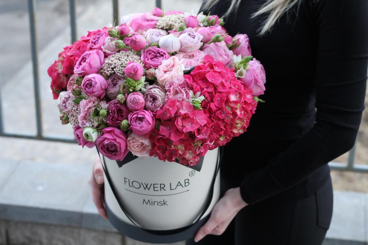 """Цветы в коробке """"Малиновый поцелуй"""""""