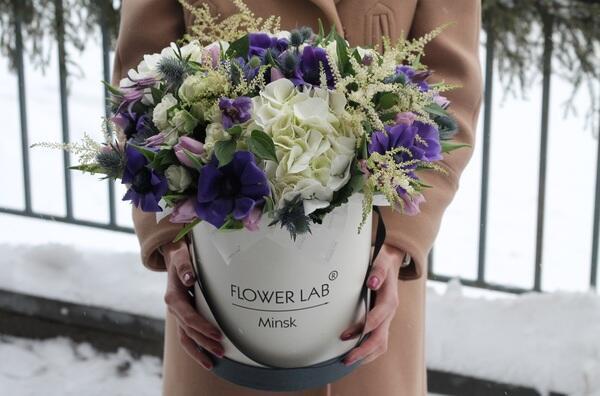 """Цветы в шляпной коробке """"Зимний цвет"""""""
