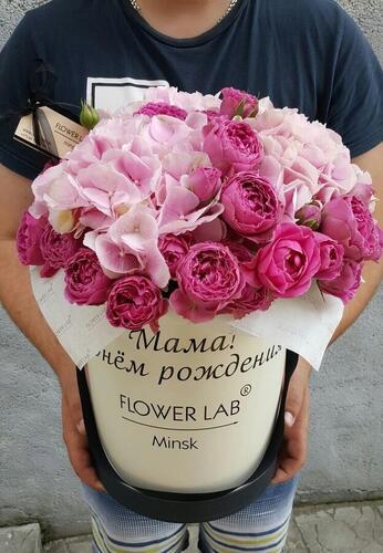 """Цветы в шляпной коробке """"Мама с Днём Рождения"""""""