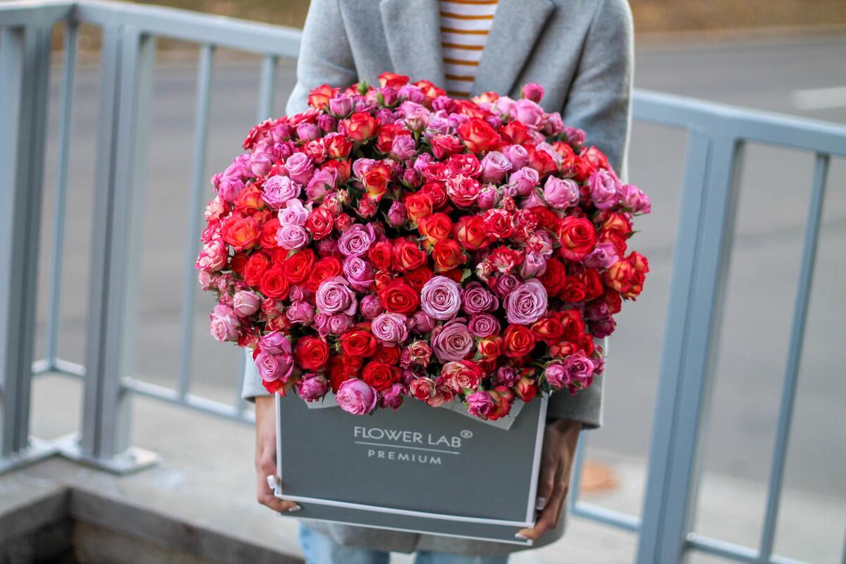"""Цветы в шляпной коробке """"Яркие моменты"""""""