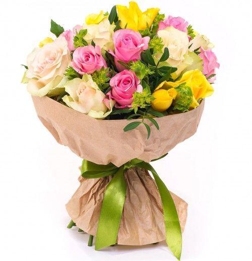 Букет «Яркий микс» с розами и буплерумом