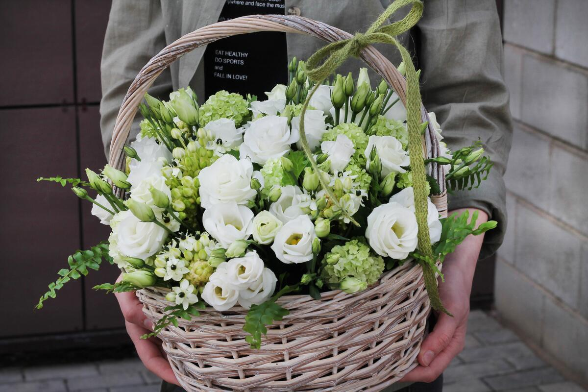 Корзина цветов ''Белое кружево''