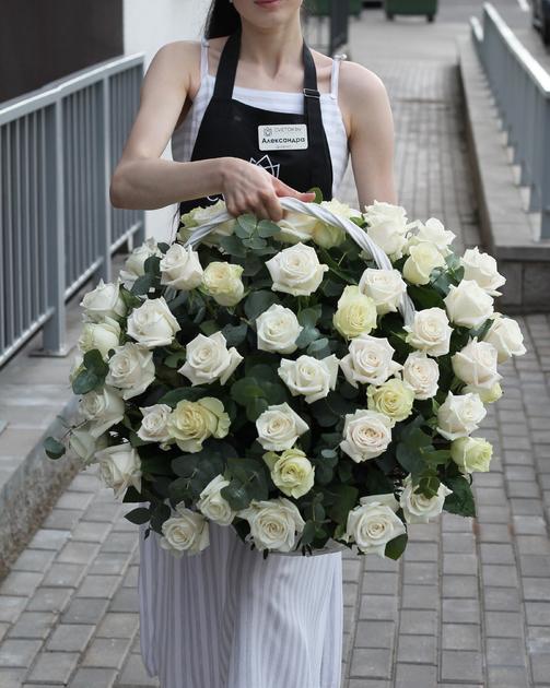 "Корзина траурная ""Белые розы"""