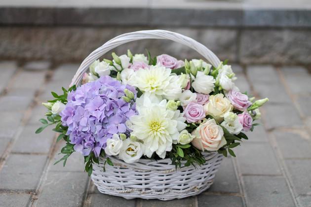 """Корзина цветов """"Прикосновение весны"""""""