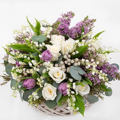 Корзина с цветами ''С праздником!''