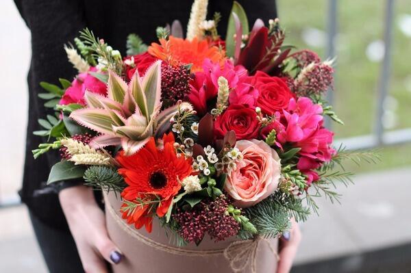 """Цветы в шляпной коробке """"Ананасовая страсть"""""""